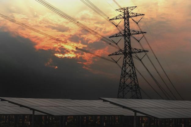 태양 전지 패널 및 일몰 전기 철 탑