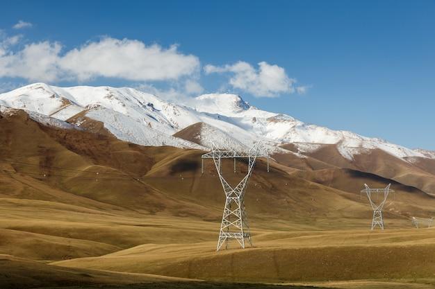 山の中の鉄塔