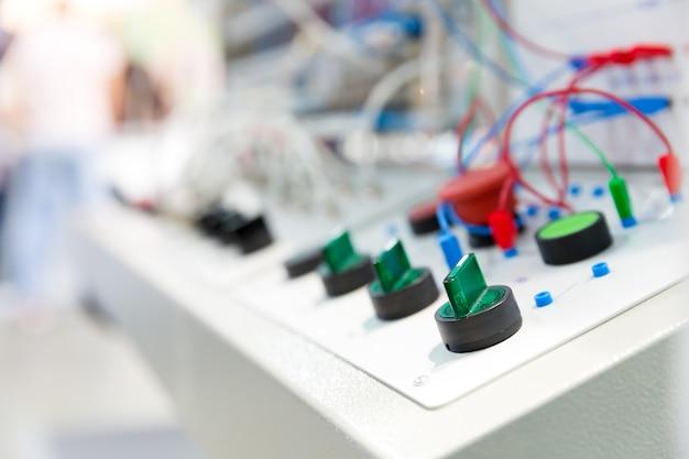 Электро панель управления на заводе крупным планом