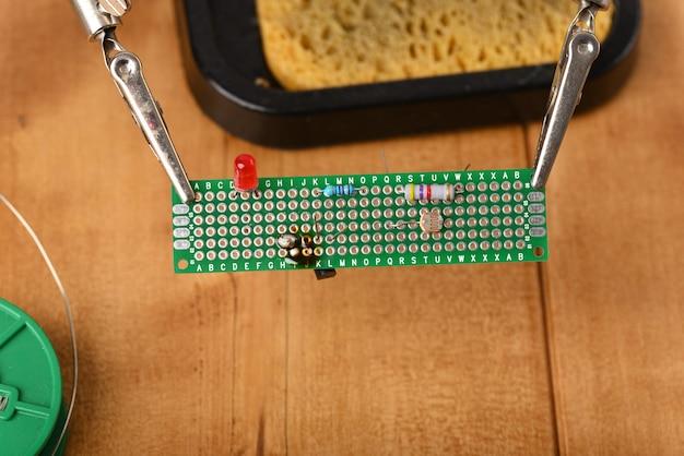 手伝ってくれる電子回路基板。