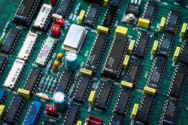 프로세서가 있는 전자 회로 기판
