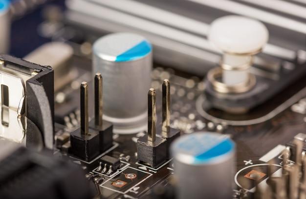 電子収集-無線コンポーネントを備えたコンピュータ回路基板