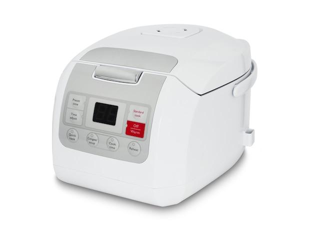 Электронная белая рисоварка на белом фоне
