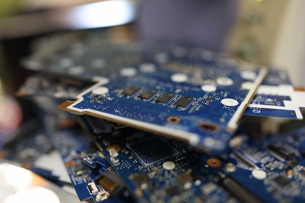 컴퓨터 근접 촬영 디지털 엔지니어링 개념의 전자 칩셋 또는 마이크로 회로