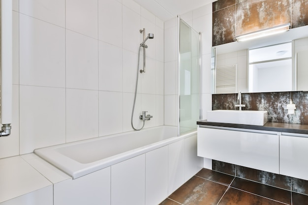 Элегантный интерьер ванной комнаты