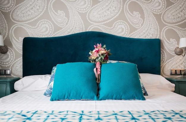 Элегантная кровать
