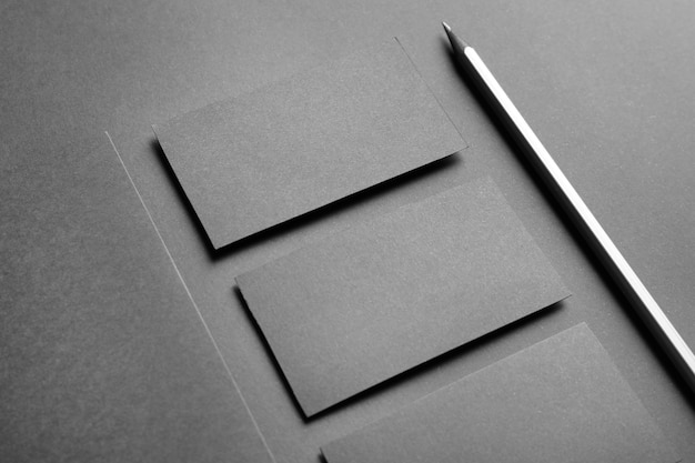 銀色の鉛筆でエレガントな空白の名刺