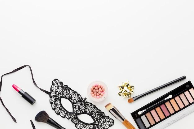 Elegant carnival mask with make-up kit