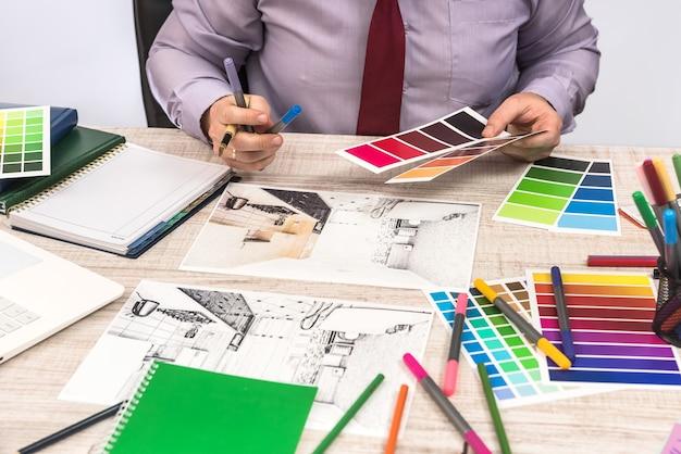 あなたの夢のアパートの装飾の壁を塗るための色を選ぶエレガントなデザイナー