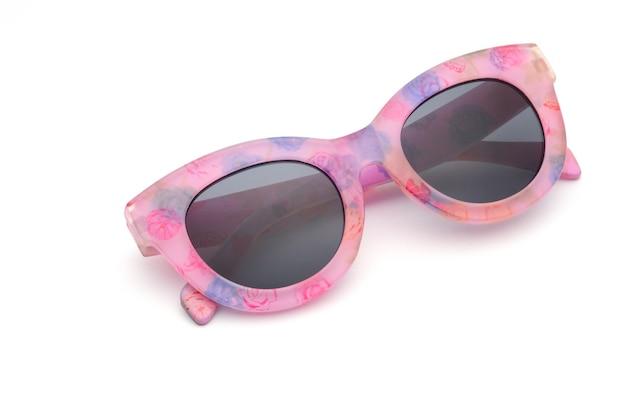 Элегантные очки в розовой оправе на белом