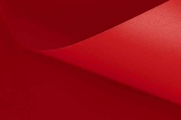 우아한 붉은 종이 복사 공간 표면