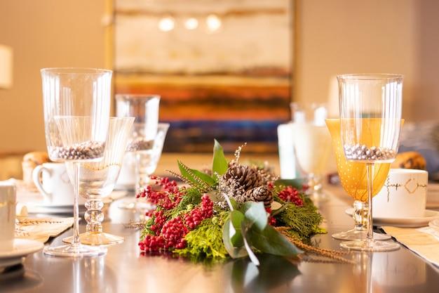 クリスマスディナー用のエレガントなテーブルセット