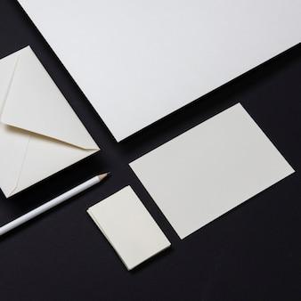 우아한 흰색 편지지 비즈니스 명함