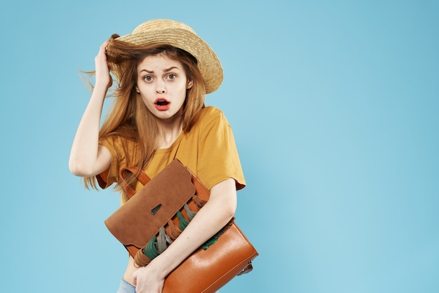 エレガントな女性の帽子のバックパックのファッションチャームモデル