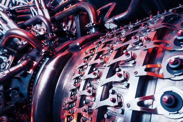 Элемент высокотехнологичной газовой турбины с реактивной системой подачи топлива