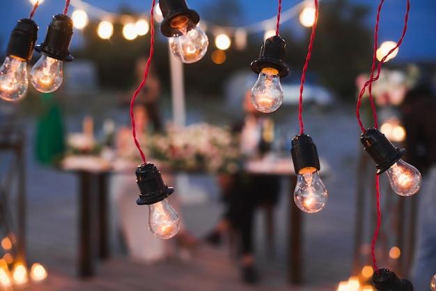夜の宴会の結婚式の装飾の要素