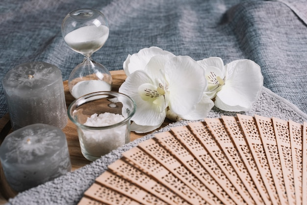 Elements for a relaxing massage in a spa