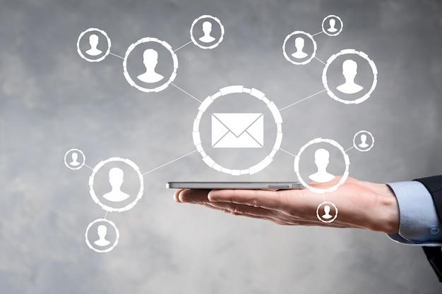 이메일 및 사용자 아이콘, 기호, 기호 마케팅 또는 뉴스 레터 개념, 다이어그램.