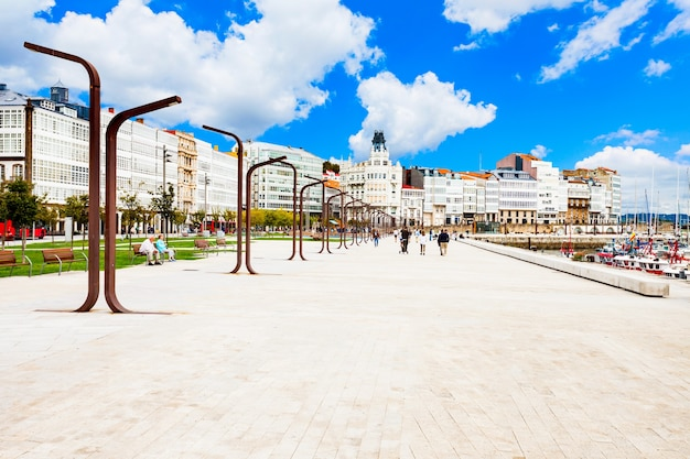 스페인 갈리시아의 a coruna 시 중심에 있는 제방