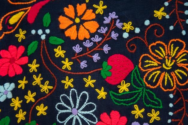 Вышивка родной бесшовные модели с упрощенными цветами.
