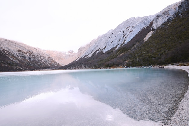 Изумрудное озеро (лагуна эсмеральда) в ушуайя.