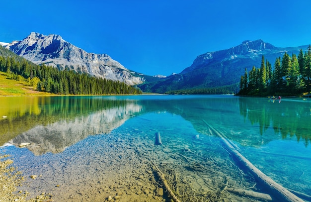カナダのエメラルド湖ヨーホー国立公園