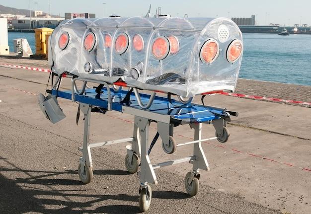 Кровать скорой помощи при вирусной или ядерной тревоге