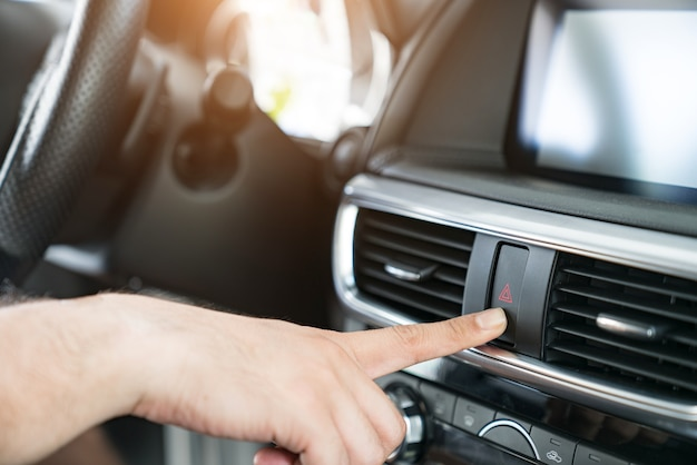 車内の緊急ボタン。