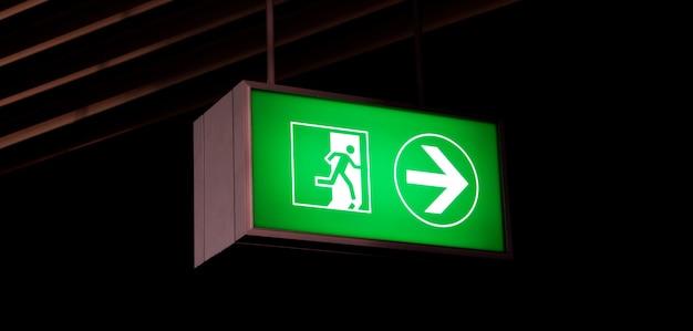 Знак аварийного выхода в современных офисах внутри промышленного предприятия