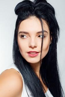 感情、人、美しさ、ライフスタイルの概念-幸せな感情を持つ若い女性の肖像画
