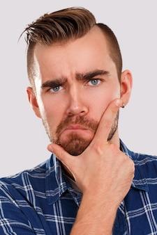 Эмоции. молодой человек в синей рубашке