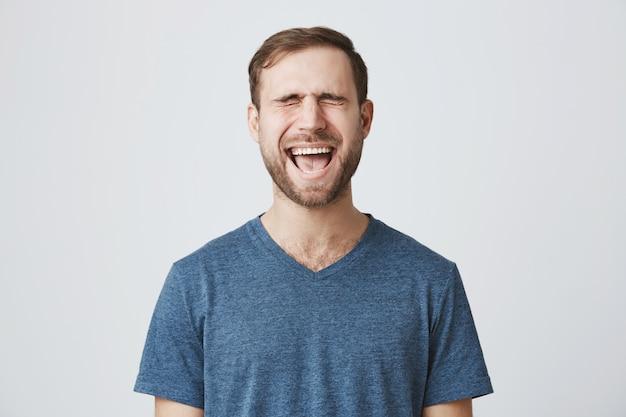 Emotive bearded guy close eyes and screaming