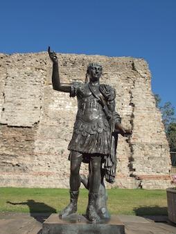 皇帝トラジャン像