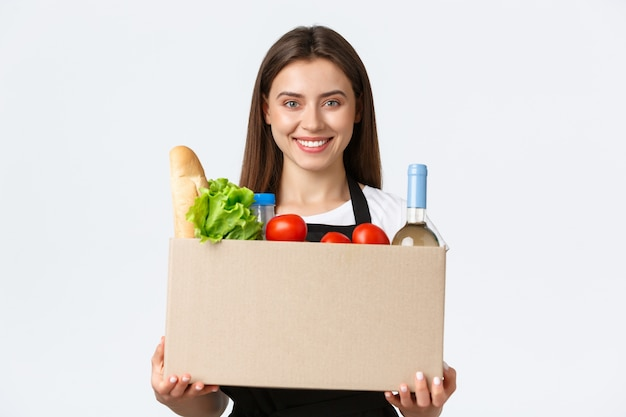 Сотрудники, доставка и онлайн-заказы, концепция продуктовых магазинов.