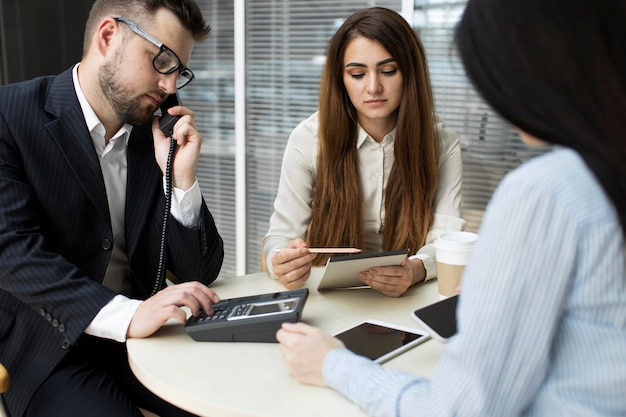 Сотрудники на деловой встрече