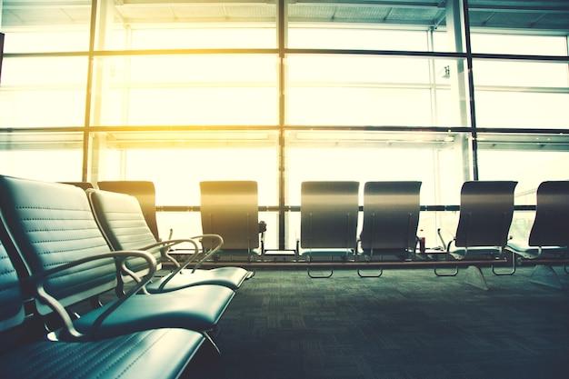 空の空港ターミナル