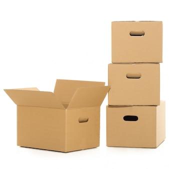 흰색에 빈 및 닫힌 상자