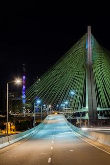 Empty avenue - cable stayed bridge in sao paulo - brazil - at night Premium Photo