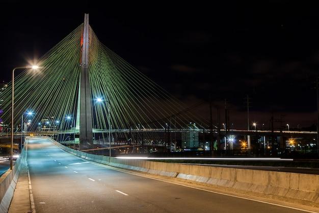 Empty avenue - cable stayed bridge in sao paulo - brazil - at nightvr Premium Photo