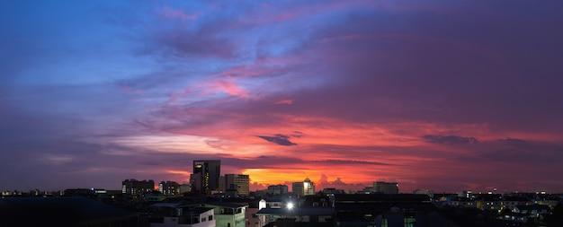 空の美しい空のパノラマビュー