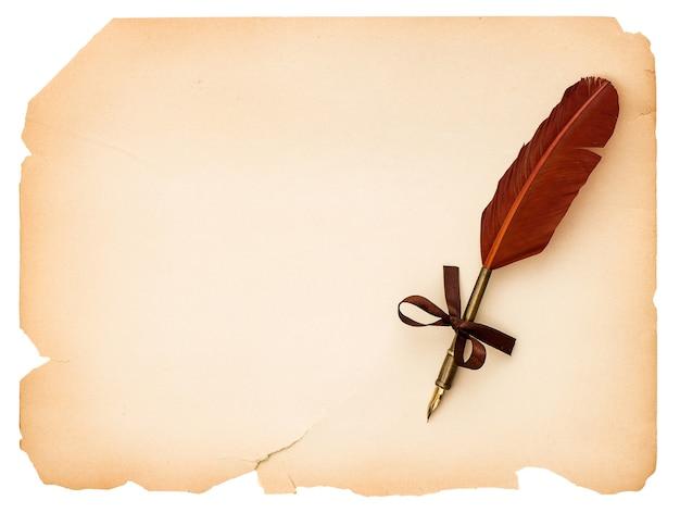アンティークインクの羽ペンで空の白紙のページ。あなたのテキストのためのスペースを持つヴィンテージの背景
