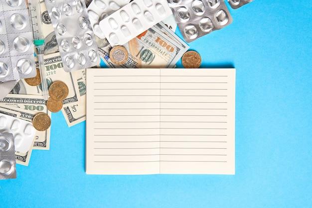Пустые блистеры для лекарств, денег и записной книжки