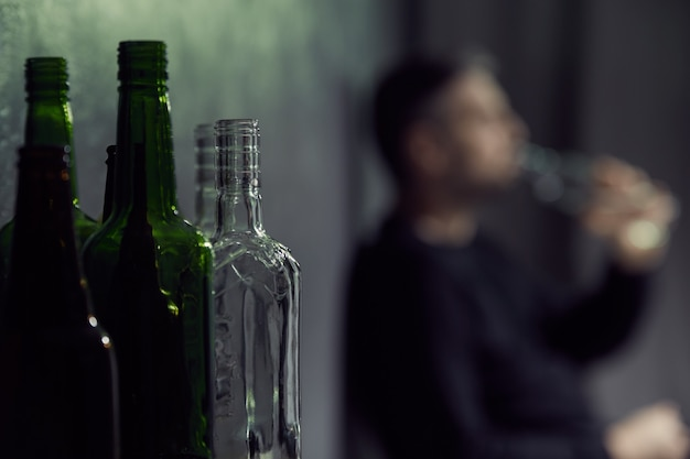 알코올의 빈 병