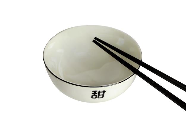 アジア料理の空のボウル