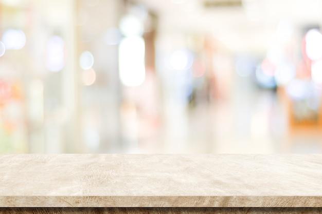 Пустой коричневый цементный стол на размытом фоне магазина, монтаж дисплея продукта