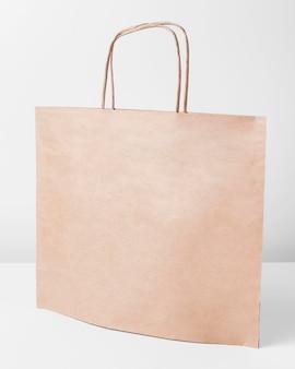 쇼핑을위한 빈 갈색 종이 캐리어 백