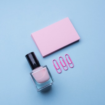 Пустые визитки и лак для ногтей