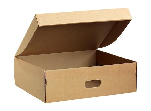 Пустая картонная коробка с открытой крышкой на белом фоне. одна коричневая коробка, упаковка для обуви.