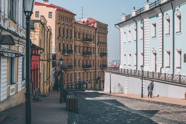 Пустая центральная улица андреевский спуск