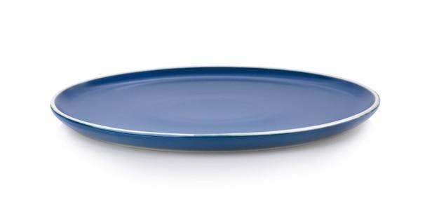 Пустая керамическая тарелка, изолированные на белом фоне